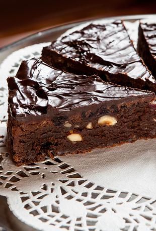 Brownie kook pähklite ja jõhvikatega